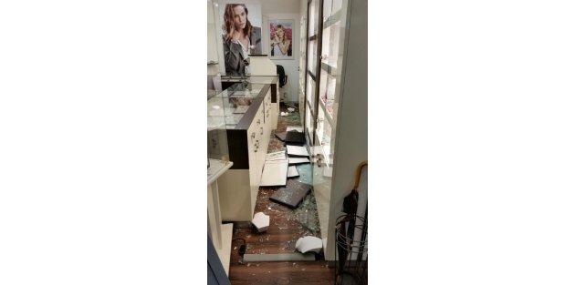 Türke ait kuyumcuyu soymaya çalışan hırsızlara suçüstü