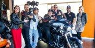 Uğur Yücel, Harley Davidsonla deneme sürüşü yaptı