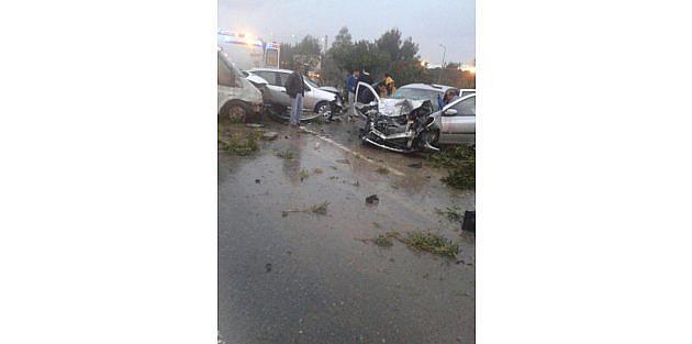 Gaziemirde yağmur kazaya neden oldu: 1 ölü 8 yaralı