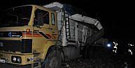 Yolcu Otobüsü, Arıza Yapan Kamyona Çarpti: 1 Ölü, 5 Yaralı