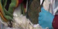 Yorgan ve battaniye arasında 65 kilo esrar yakalandı