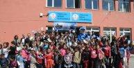 Zonguldakda polis öğrencilere kitap dağıttı