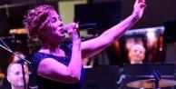 Zuhal Olcay ve ÇDSOdan muhteşem kapanış konseri