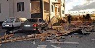 Son Dakika Kayseri,  Kayseri'de şiddetli fırtına çatıları uçurdu