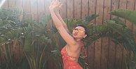 Hadise bikinili pozuyla sosyal medyayı salladı