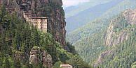 Sümela Manastırı girişindeki 60 tonluk kaya düşürülecek