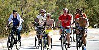 Suudi Prens Bodrum sokaklarında bisiklete bindi