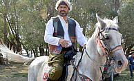 'Atlara fısıldayan adam'ın ödülü sevgi