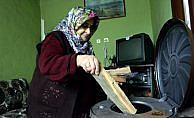 72 yaşındaki 'Şükrüye Teyze', evinin onarımı için hayırseverlerden yardım bekliyor