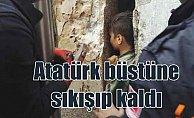 Atatürk büstüne sıkışan çocuğu itfaiye kurtardı