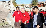 Kızılay Genel Başkanı Kınık, depremin vurduğu Derbendihan'da incelemelerde bulundu