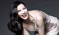 Ünlü oyuncu Liv Tyler iç çamaşırı reklamlarında oynadı.