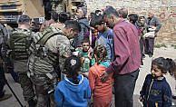Afrinli aileler YPG/PKK korkusuyla kaçan çocuklarına kavuşmak istiyor