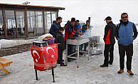 Seyyar satıcıdan Mehmetçik'e destek