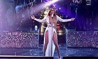 Galaya Jennifer Lopez kıyafeti ile damgasını vurdu