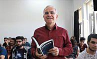 'Muhabir' kitabı iletişim öğrencilerinin temel kaynağı oldu