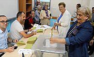 Türkiye sandık başında: Oy verme işlemi başladı