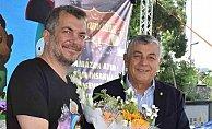 Varol Yaşaroğlu'ndan Sarıyerli çocuklara jest