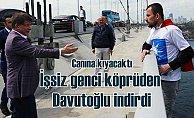 Ahmet Davutoğlu, AK Parti tişörtlü kişiyi intihar girişiminden kurtardı