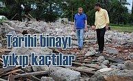 Tarihi binayı yıkıp kaçtılar