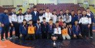 İBB'nin Yıldız Güreşçileri Türkiye 3.'sü oldu