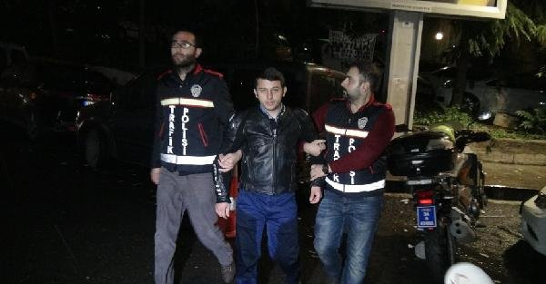 Trafikte 'Akrobat' kesilen motorsikletçiyi polis yakaladı