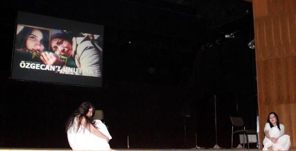 Üniversitedeki 'kadına şiddet' konulu oyunda, Özgecan Aslan anıldı