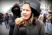 Kadın muhabire göstericiden kalleş tokat