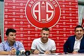 Menez Antalyaspor'da imzayı attı