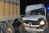 İlkokul öğrenci servisi kamyona çarptı, 16 yaralı var