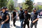 Diyarbakır'da Türk bayrağını indiren sanığa 13 yıl 9 ay hapis cezası