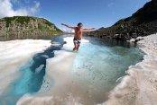 Stres ve Yorgunluğunu Buzul Gölünde Attı
