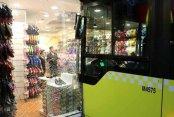 Mecidiyeköy'de İETT otobüsü terlik mağazasına girdi