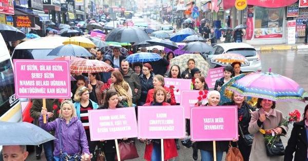 Yağmur kadınları durduramadı