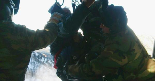 Yaylada 6 Gündür Mahsur Kalan 3 Kişi Askeri Helikopterle Kurtarıldı
