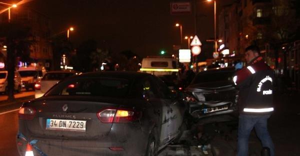 Yeniden// Kaza Yaptı, 3 Kişiyi Bıçakladı, Araç Gasp Edip Kaçtı
