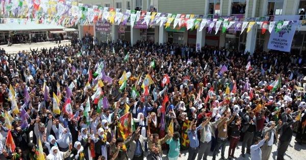 Yüksekdağ, cenazesi çuvalla taşınan Muharrem'in ailesini ziyaret etti (2)