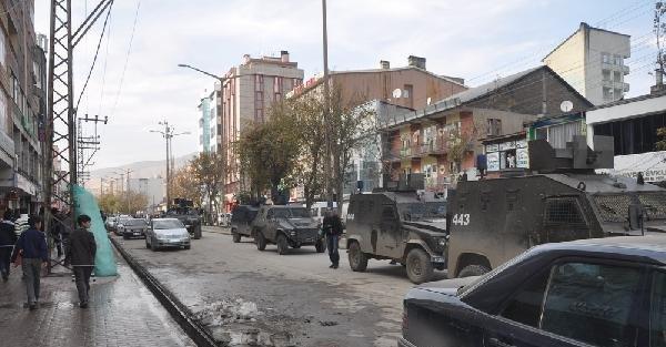 Yüksekova'da Polis Güvenlik Kamerası Görüntülerini Topladı