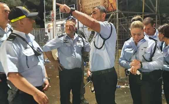 """Description: מפכ""""ל המשטרה קובי שבתאי בזירת האסון (צילום: דוברות המשטרה)"""
